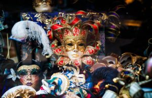 A Short Guide to Venetian Masks